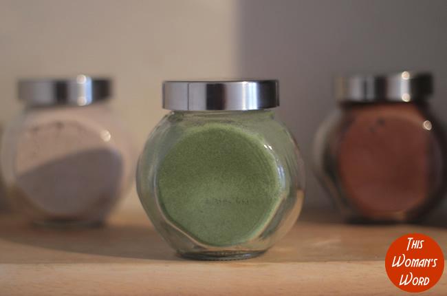 spinach-powder-in-glass-jar-2