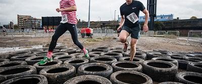 london-river-rat-race-10k-london-excel-centre-obstacles-tire-run