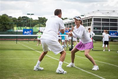 maui-jim-tennis-clinic-martina-hingis-dan-bloxham-hand-clap-routine