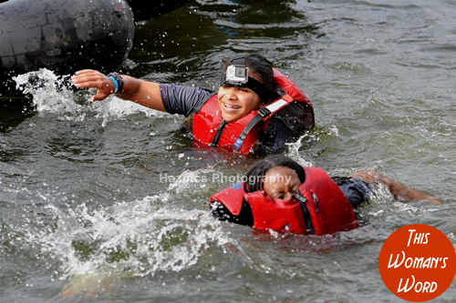 dani-this-womans-word-london-river-rat-race-august-2014-rubber-rings-chasing-the-rope
