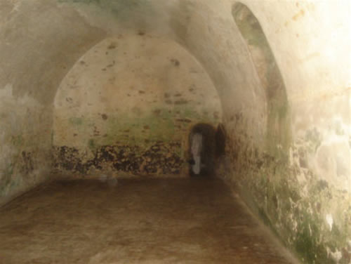slave-dungeon-elima-castle-ghana-west-africa-salvery