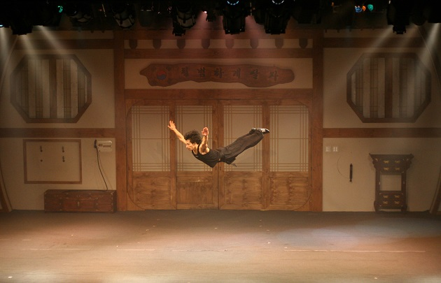 jump-a-highly-recommended-korean-martial-arts-comedy-performance-held-at-central-londons-sadlers-wells-peacock-theatre-gymnastics
