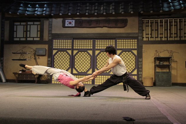 jump-a-highly-recommended-korean-martial-arts-comedy-performance-held-at-central-londons-sadlers-wells-peacock-theatre-scene-2