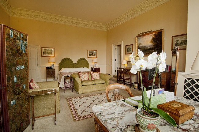 a-country-hotel-that-a-french-king-a-us-president-and-a-rap-superstar-all-love-hartwell-house-royal-double-bedroom-room-no-10