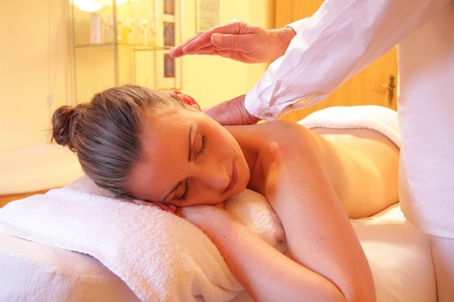 5-ways-to-enjoy-your-free-get-a-aromatic-massage