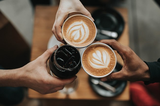 5-ways-to-enjoy-your-free-time-meeting-friends-for-coffee