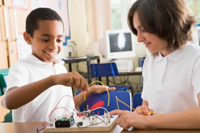 childrens-stem-learning-with-little-house-of-science-holiday-workshops